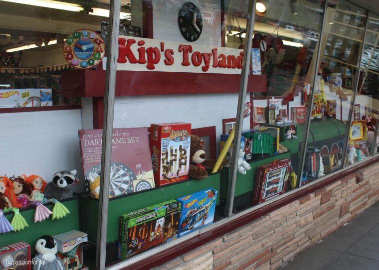 toyland-02